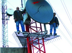Eng. Juan Ise and Martin, verify the installation of the new antennas